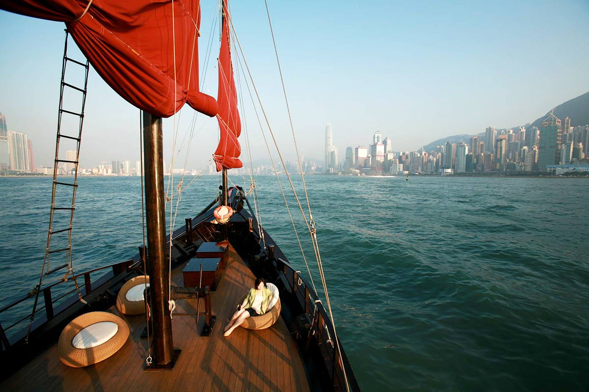 aqualuna aqua luna open deck by day2 highres | Aqua Luna Chinese Junk  –  Hong Kong
